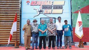 Foto bareng | Wakil Gubernur DIY KGPAA Paku Alam X berfoto bersama Pengurus Pusat FPTI usai membuka Kejurnas Panjat Tebing XVI, Senin (20/11).