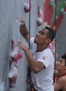 Sabri_04 | Atlet panjat tebing Indonesia Sabri melakukan pemnajatan nomor speed world record perorangan putra melawan Zhong Qixin dari China